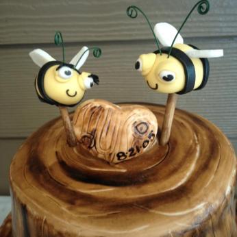 wood grain wedding cake 2